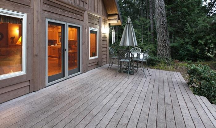 Vergrijsd terras in hout