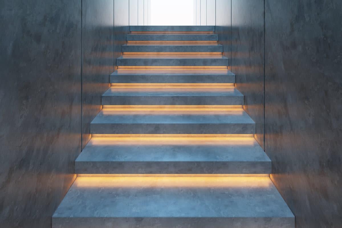 Moderne trap met led verlichting