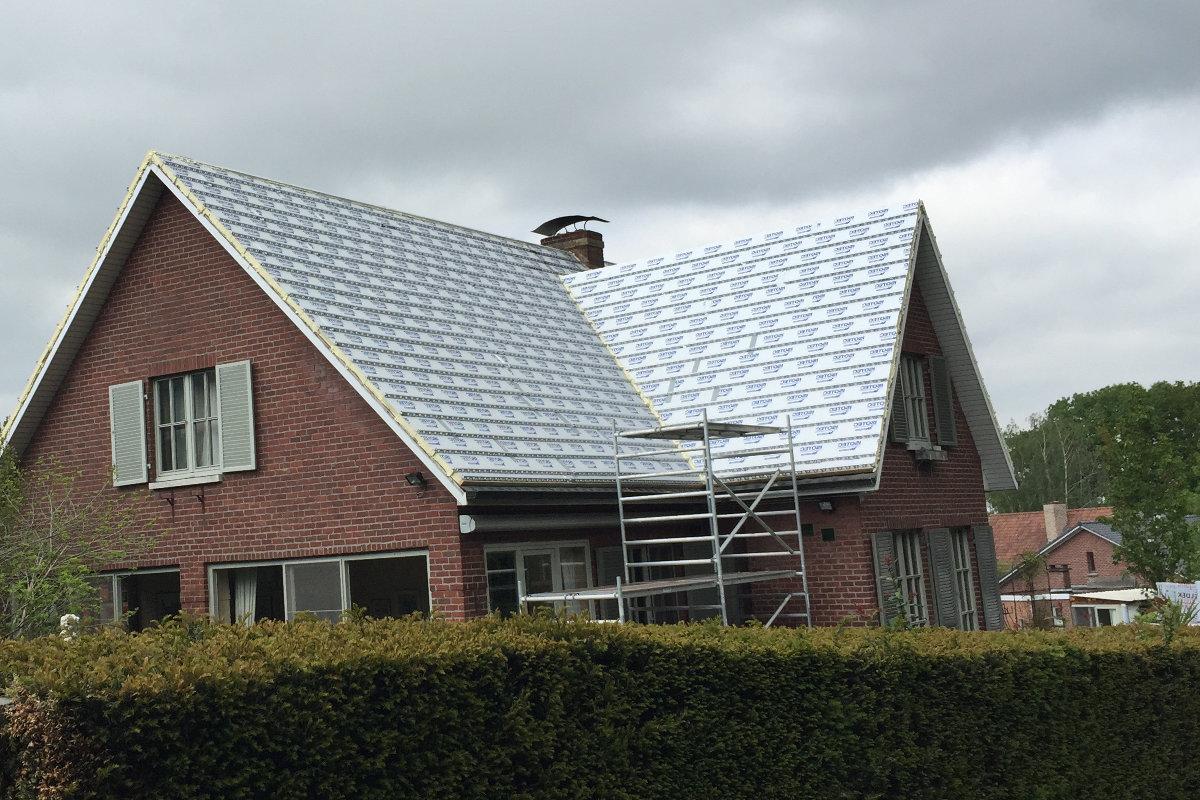 hellend dak isoleren van buitenaf